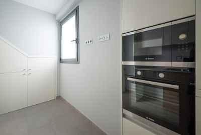 Квартира с террасой рядом с центром Барселоны в комплексе с бассейном